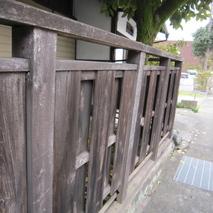 街に板塀のある景色