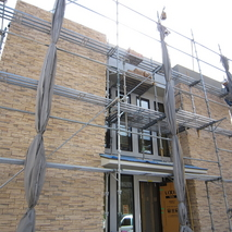 外壁タイル貼り工事が完了目前