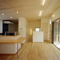 2階リビングはバルコニーとも繋がり開放性の高い部屋となっているの画像