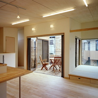 リビングに接するバルコニーや小上がりの畳コーナーが広さをもたらすの画像