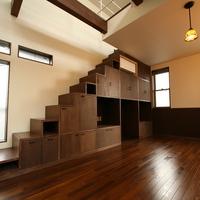 ロフトへ上がるための箱階段の画像