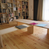 アトリエと資料室の床は杉板貼りの画像