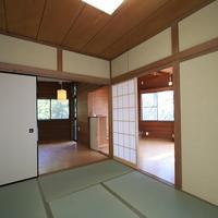 居間・台所へと続く和室の画像