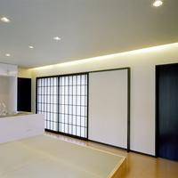 1階の茶の間は小上がりの畳敷きの画像