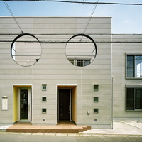 家族の生活感を見せない配慮が丸窓になった家の画像