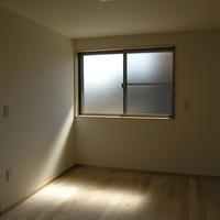 陽の差し込み方にこだわった寝室の画像