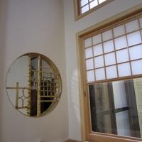 坪庭との繋がりを考え雪見障子を入れた窓を設けたの画像