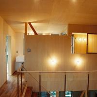 壁の向こうには洗面所とトイレ、そして浴室が設けられているが、そこに扉はない。の画像