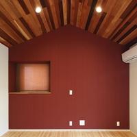 船底天井を持つ寝室の画像